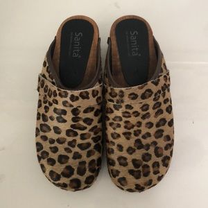 NWOT SANITA 🥰 Leopard print clogs with real fur